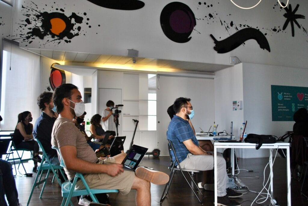 Students at a coding workshop with Migracode Barcelona.